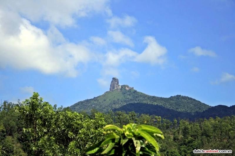 Du lịch Phú Yên - Núi đá bia