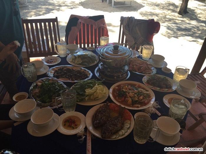 Bữa trưa tại đảo Điệp Sơn